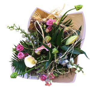 boeket roze lichtblauw wit met verschillende soorten bloemen